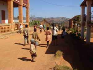 Autour du lapa se groupent les maisons du village