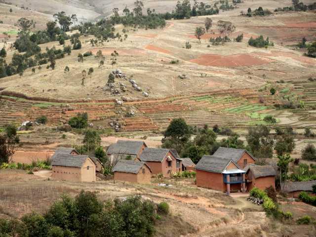 Vtt le massif du langana au nord d for Maison traditionnelle malgache